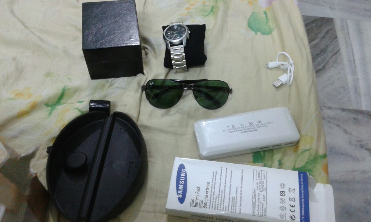 1 Reebok Wrist Watch 2 Samsung Power Bank 25000 mah 3 RayBan Sunglass 4 Natural Round Diamond every item was fake also i did not receive Apple I Phone